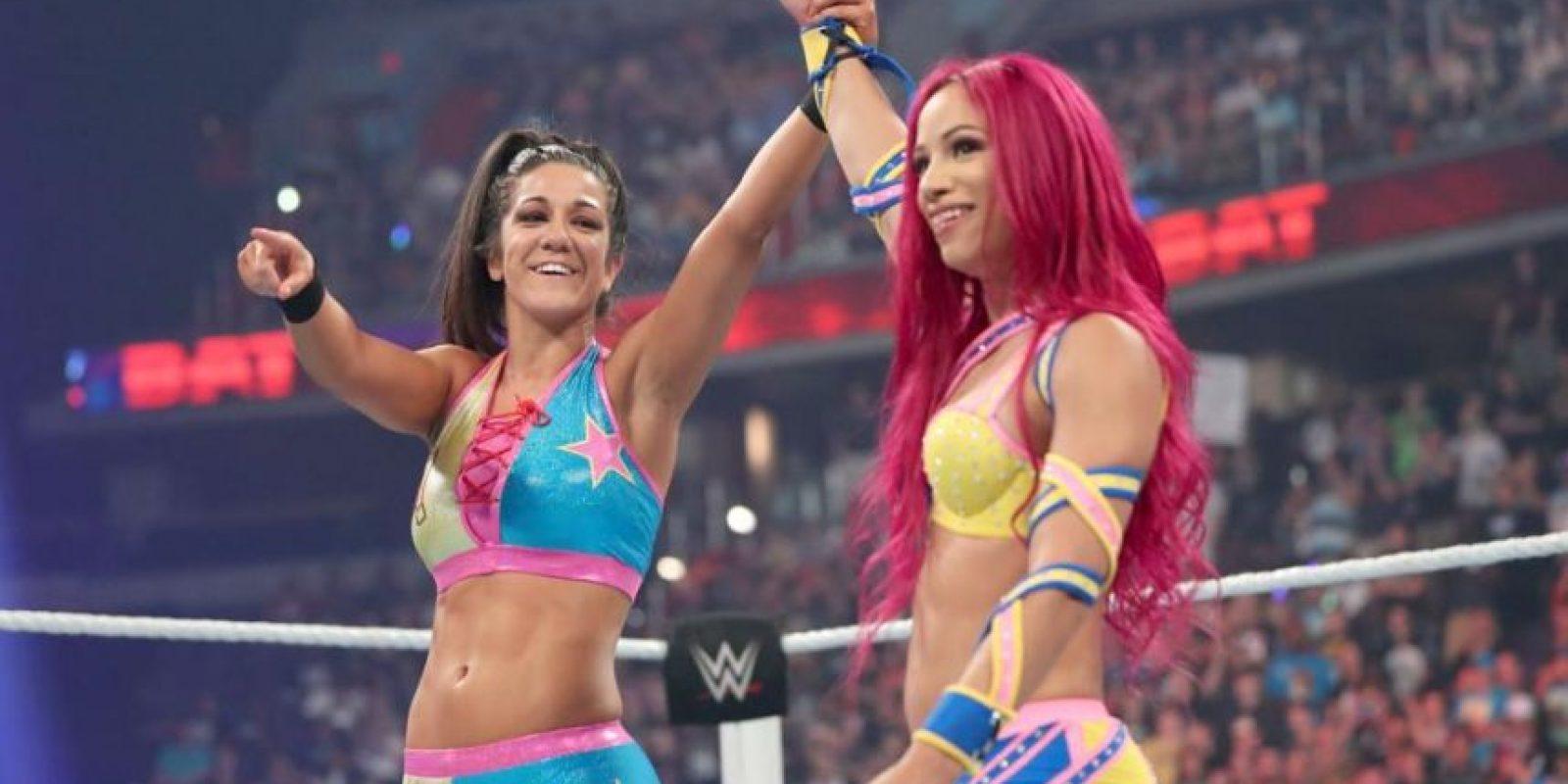 Sasha Banks y Bayley superaron a Charlotte y Dana Brooke Foto:WWE