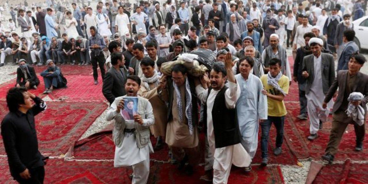 Dramático entierro de víctimas del ataque ISIS en Kabul