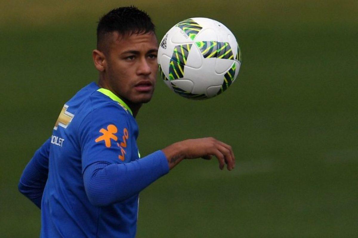 En medio de la preparación y en una conferencia de prensa ofrecida tras un entrenamiento, un periodista cuestionó su compromiso con la selección brasileña Foto:AFP