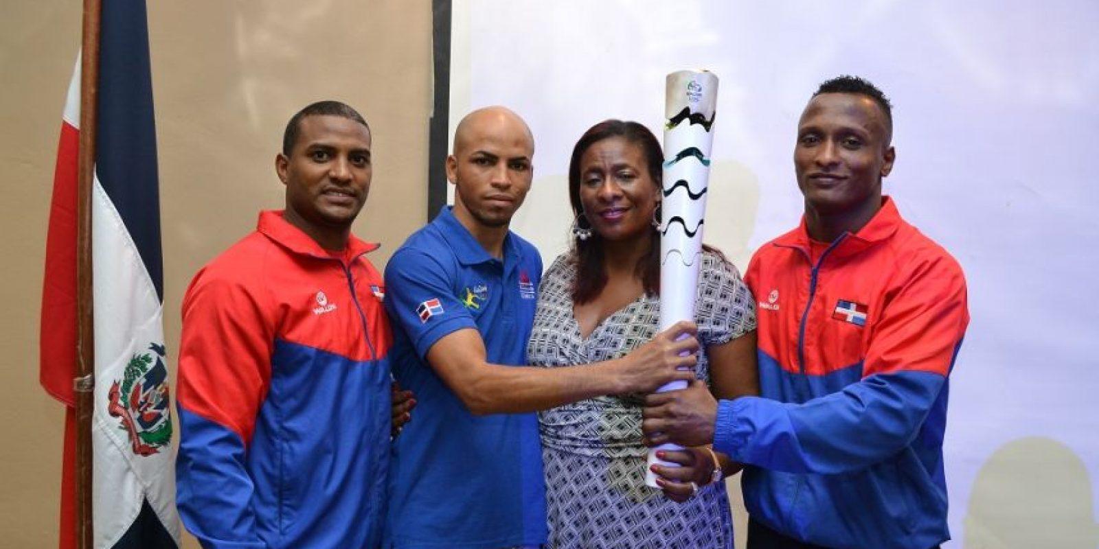 El entrenador Wilkin Ogando, Héctor García, Dulce María Piña y Wander Mateo. Foto:Mario de Peña