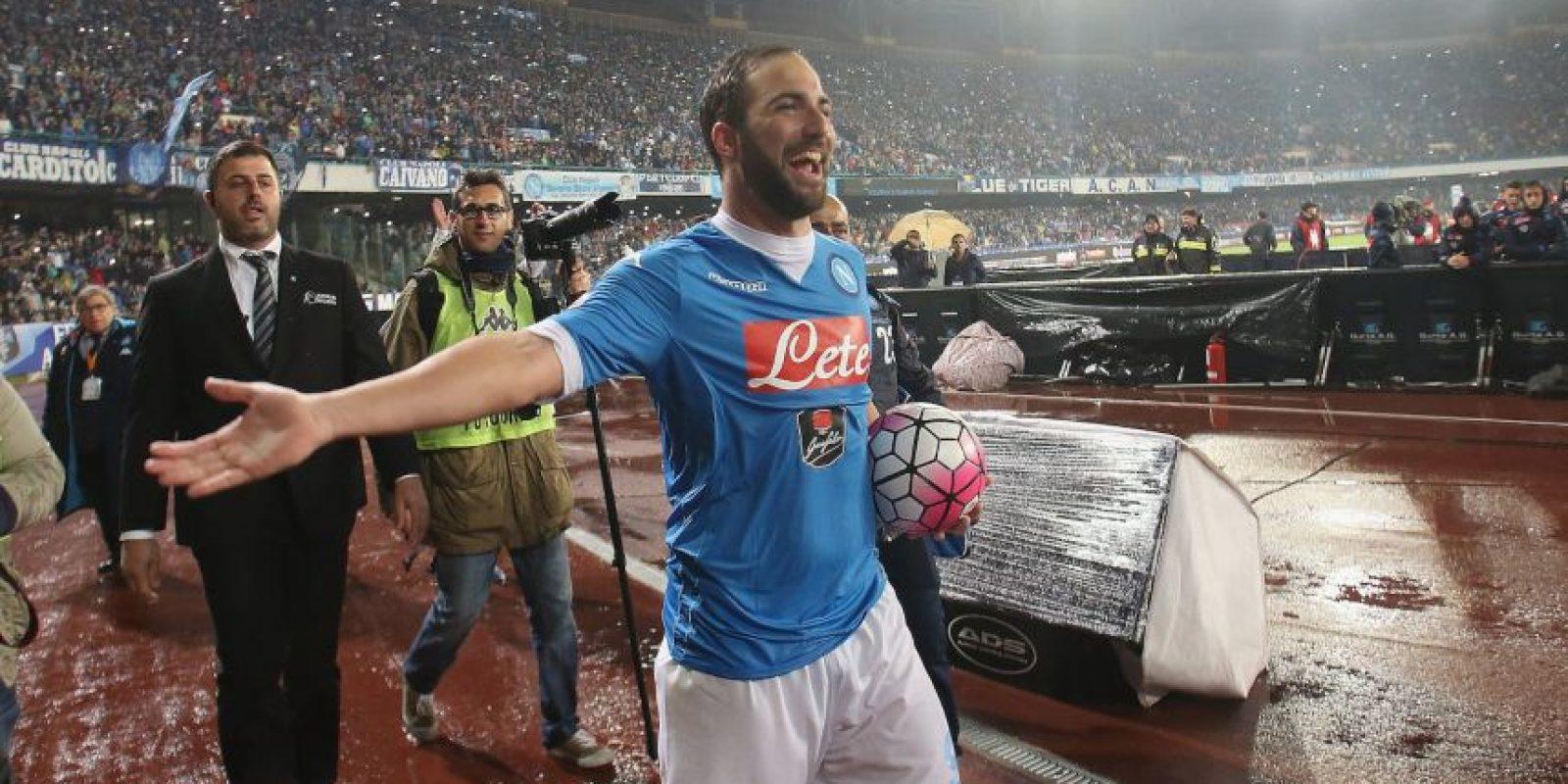 3. Gonzalo Higuaín. Juventus pagó a Napoli los 90 millones de la cláusula de rescisión y le pagará un sueldo de 7.5 millones por temporada Foto:Getty images