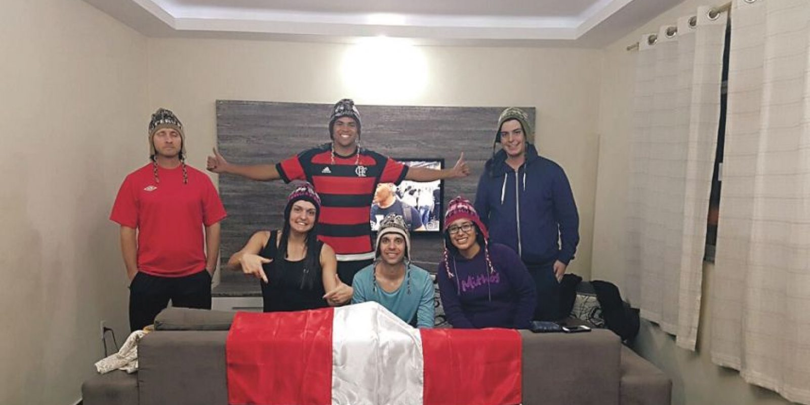 Peruanos alquilaron una casa en Barra, donde se están desde el jueves pasados,con la ayuda de flamenguista Anderson, que también consiguió un colegio para albergar a 100 voluntarios. Foto:FACEBOOK