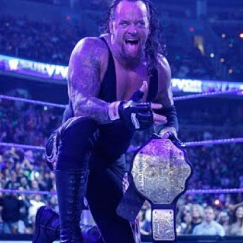 Undertaker. Cuenta con un contrato que le permite aparecer solo en funciones especiales. Foto:WWE