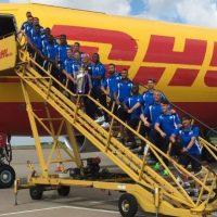 Leicester renovó contrato con DHL y todo el plantel posó para una fotografía Foto:DHL
