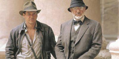 """9- Profesor Henry Jones – Indiana Jones y la última cruzada. """"Hola, junior"""". En cuanto apareció Sean Connery en la tercera entrega de la saga, los espectadores comprendieron dónde obtuvo Indiana su encanto rebelde, valentía e incapacidad de resistir una aventura arqueológica. Henry consigue liberarlos de muchos aprietos, observa orgulloso a Indy derrotar a un montón de nazis y siente su corazón romperse cuando cree que su hijo ha desaparecido. El lazo entre estos personajes es evidente, una prueba de que en ocasiones podemos encontrar la mejor inspiración en casa. Foto:Fuente externa"""