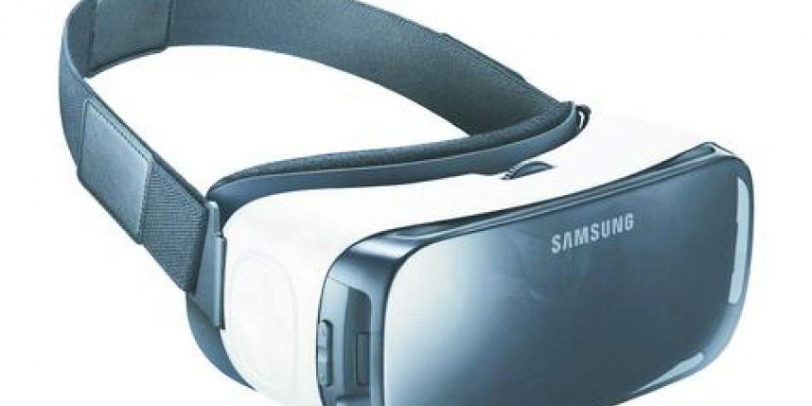 2- Gear VR: papá amante de la diversión. Si tu papá es uno de ellos, ahora puede experimentar un nuevo universo de realidad virtual que ofrece el innovador dispositivo Gear VR. Este accesorio puede utilizarse con los últimos celulares de Samsung.La plataforma virtual que da soporte a este elemento permite acceso a una gran variedad de contenidos y experiencias que llevarán a su padre a un sinfín de escenarios en los que podrá experimentar las más emocionantes aventuras, videos, juegos y películas en una nueva dimensión. Foto:Fuente externa