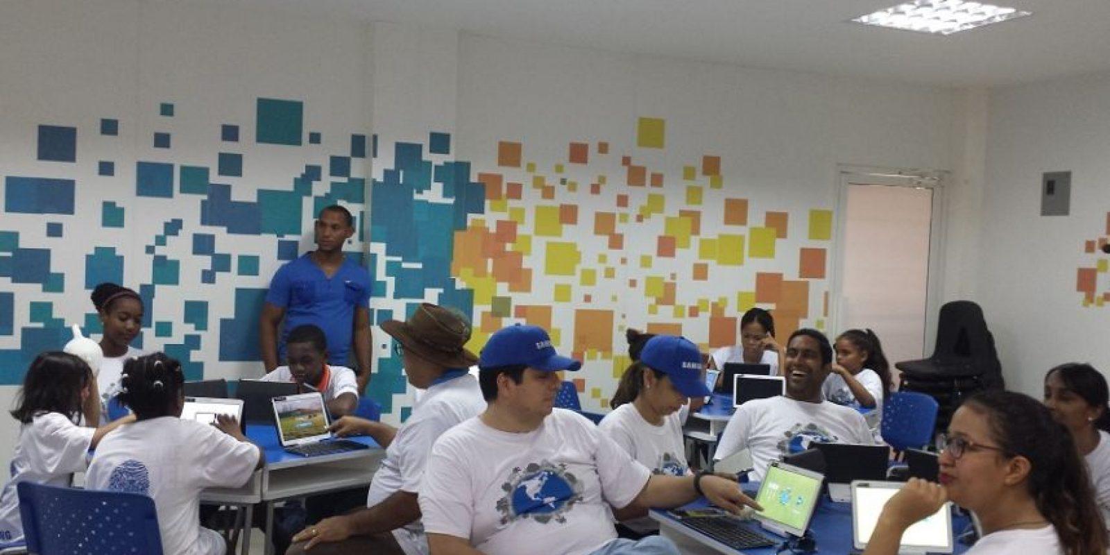 Niños padres y empleados de Samsung recibieron talleres educativos. Foto:Fuente externa