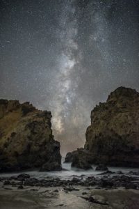 Between the Rocks Foto:Rick Whitacre – Insight Astronomy Photographer of the Year 2016