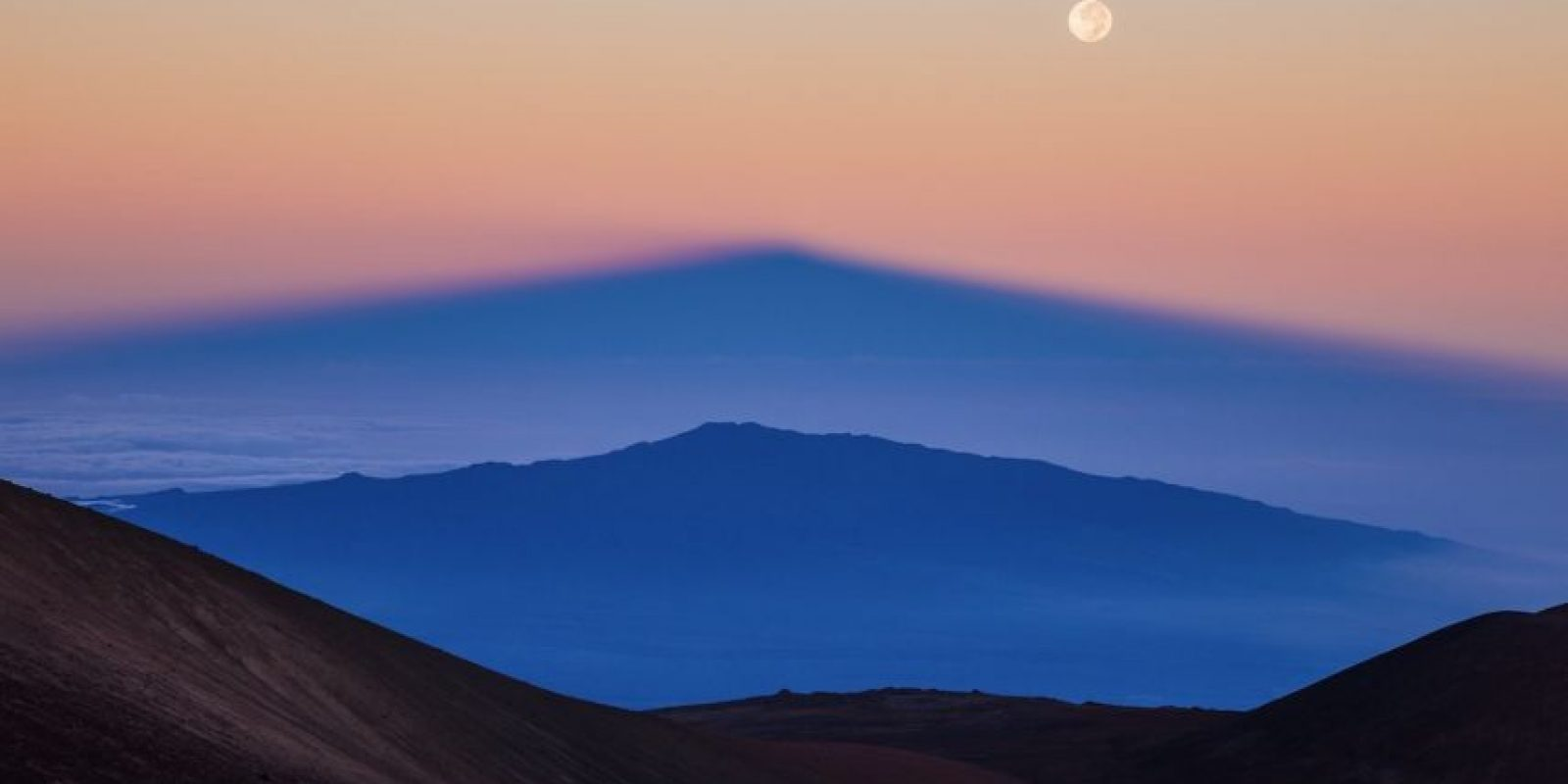 Parallel Mountains Foto:Sean Goebel – Insight Astronomy Photographer of the Year 2016