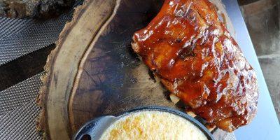 ¡Dame costillitas! Estas son las Costillitas Filomena: Pork Ribs con salsa BBQ, en este caso, acompañadas de cremoso de yuca y maíz. Foto:Fuente externa