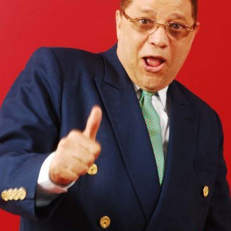 """Domingo Bautista. El comunicador conocido por su especial sentido del estilismo, confesó en un programa de televisión que quiere a todos sus hijos por igual. Manuel y Carlos (mellizos) y Ramsés, son los tres hijos que tiene con su esposa Vanessa Cruz, con quien lleva 32 años de casado.Manuel, más conocido como Manny, se ha desarrollado en los medios de televisión y conduce el programa """"Full con Manny"""", que se transmite por Color Visión. En el caso de Ramsés, el mayor, lidera las producciones de espectáculos artísticos del país."""