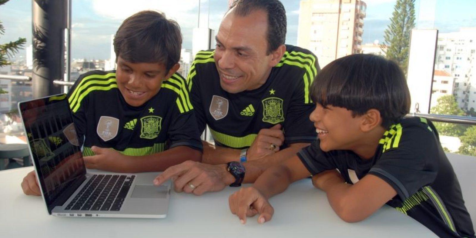 César Cordero junto a sus hijos Allan y Joshua; un equipo que honra los valores familiares. Foto:Fuente externa