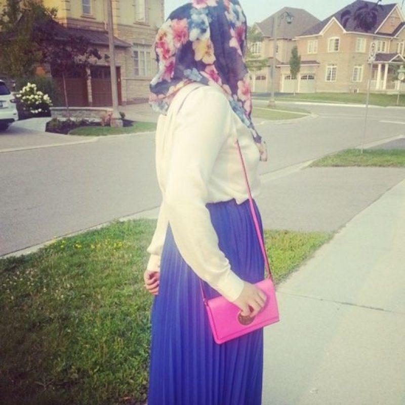 Este fenómeno comenzó desde finales de la década de 2000. Youtubers y grandes marcas apuestan por mujeres que no viven en países donde el Islam radical sino en grandes capitales de moda donde estas pueden seguir con sus valores tradicionales y los hallan como forma de expresión. Foto:TheIslamGirlBlog