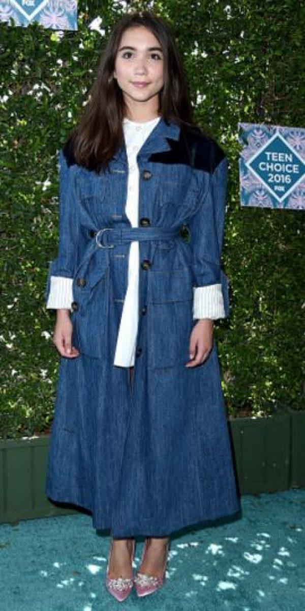 Rowan Blanchard, en una atrevida pero elegante combinación en dénim Foto:Getty Images