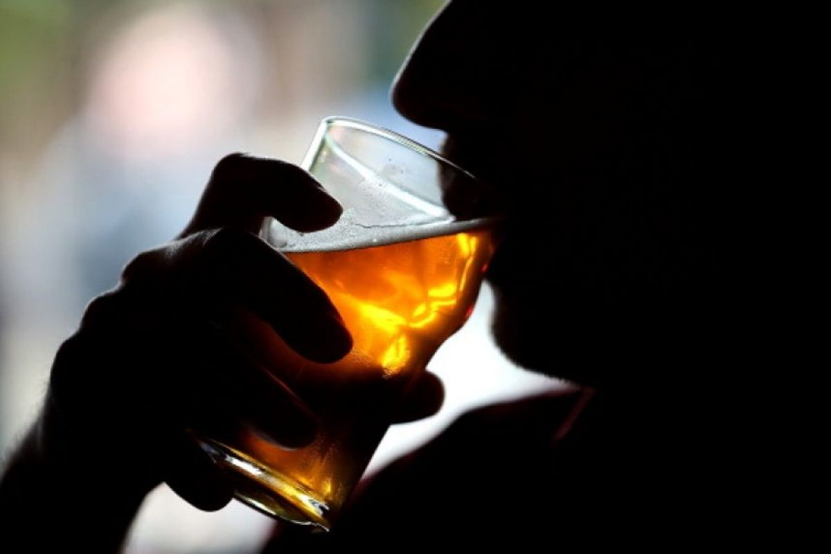 Recientemente se determinaron las relaciones entre el consumo excesivo de alcohol y enfermedades infecciosas como la tuberculosis y el VIH Foto:Getty Images