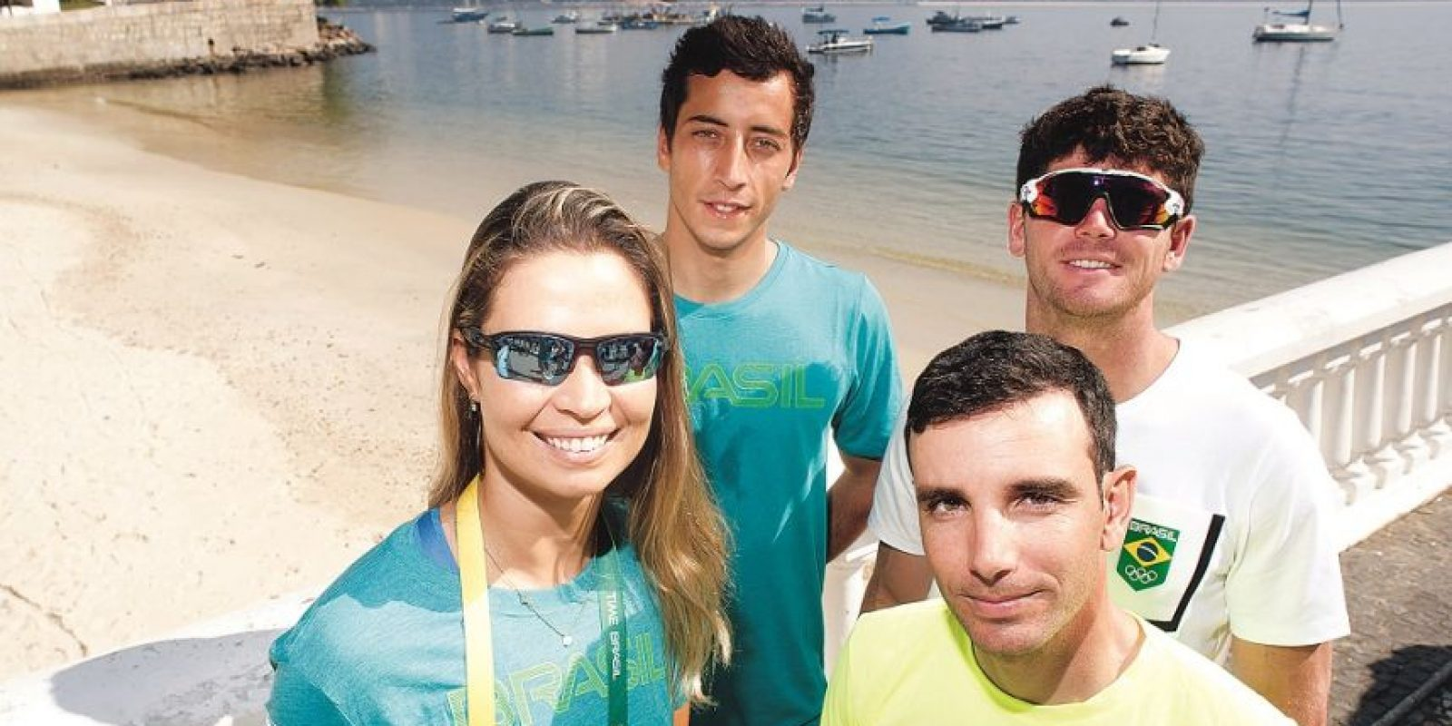 Isabel con los marineros brasileños en el primer día del equipo en Urca Foto:SAULO CRUZ/EXEMPLUS/COB