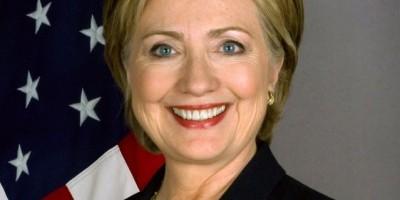 Hillary Clinton supera a Trump en encuestas