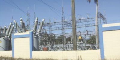 Entre apagones, la CDEEE contradice a generadoras