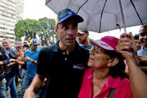 De acuerdo a la Constitución de Venezuela, existen tres etapas que conforman el referéndum revocatorio de un presidente Foto: AP