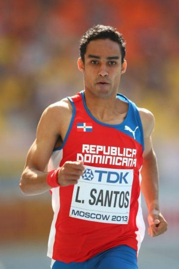 Luguelín Santos en los 400 metros lisos. Corredor de los 400 metros lisos en las competencias de Atletismo, es la principal esperanza de medalla del país en los Juegos Olímpicos de Río de Janeiro, Brasil.Luguelín, ganador de la medalla de plata en las olimpiadas celebradas en el año 2012, es el único atleta de la delegación dominicana que cuenta con un metal olímpico en su historial. Tras el retiro de Félix Sanchez, Santos se ha convertido en la principal figura del atletismo dominicano y ha dicho en repetidas ocasiones que su meta en esta oportunidad es el oro. Foto:Fuente externa