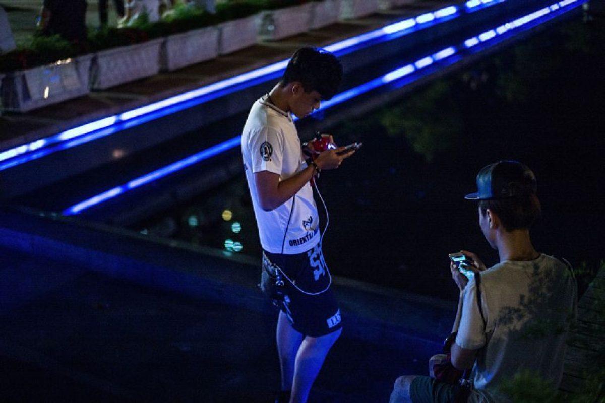 Ahora, muchos que antes no querían salir de su casa o, peor aún, de su cama, corren por las calles buscando pokémon. Foto:Getty Images