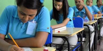 Estudiantes de Tanda Extendida aprueban más y con mejores calificaciones