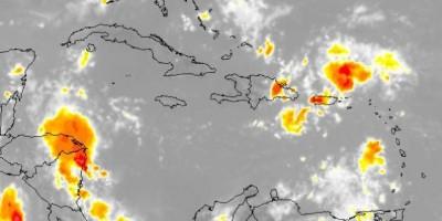 El paso de 2 ondas tropicales ponen a 9 provincias en alerta verde