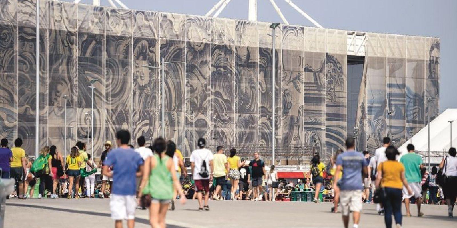 Ventana rota de la cobertura del Estadio Acuático (diseño de la artista Adriana Varejao), por segunda vez. Foto:erbs jr./ Metro Rio