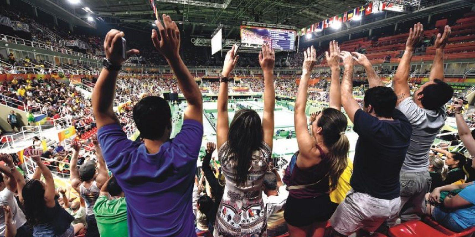 """torcida animada. Ola y juegos con mucho """"fair play"""" da orgullo. Foto:Metro Rio"""