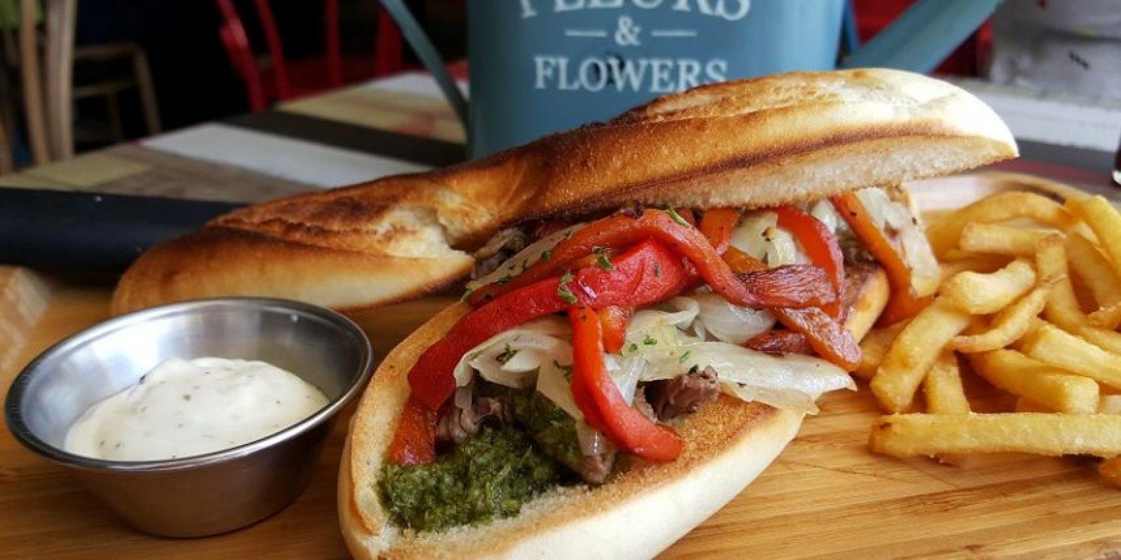 El Pipe. De una selección de más de 10 recetas, nosotros optamos por este sándwich compuesto por vacío de res a la parrilla, cebollas a la plancha y pimientos rostizados, con salsa chimichurri, en pan baguette grillado. Foto:Fuente externa