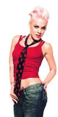 """P!nk, cantante. La estadounidense Alecia Beth Moore, conocida por su nombre artístico P!nk, es una cantante, compositora, bailarina, acróbata y actriz. Además de haber ganado varios premios MTV y American Music, la artista ha vendido más de 50 millones de álbumes en todo el mundo. Contrario a la creencia popular, P!nk no es vegetariana, ya que come pescado y se llama a sí misma una """"pescetariana"""". Foto:Fuente externa"""