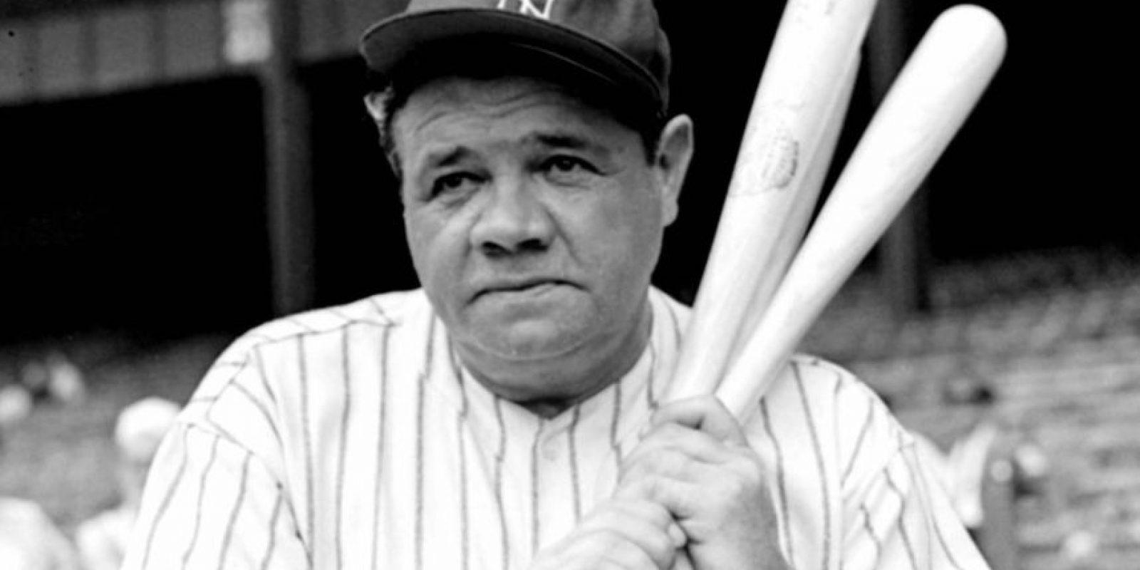 4- Babe Ruth. Es reconocido como el símbolo del béisbol de las Grandes Ligas, miembro del Salón de la Fama de Cooperstown. Este zurdo inició su carrera como lanzador; en esta labor tuvo marca de 94-46, con efectividad de 2.28, pero se destacó principalmente como bateador. En esta función disparó 714 cuadrangulares (tercero de todos los tiempos) con 2,213 remolcadas (tercero) y promedio de .342 (octavo). Foto:Fuente externa