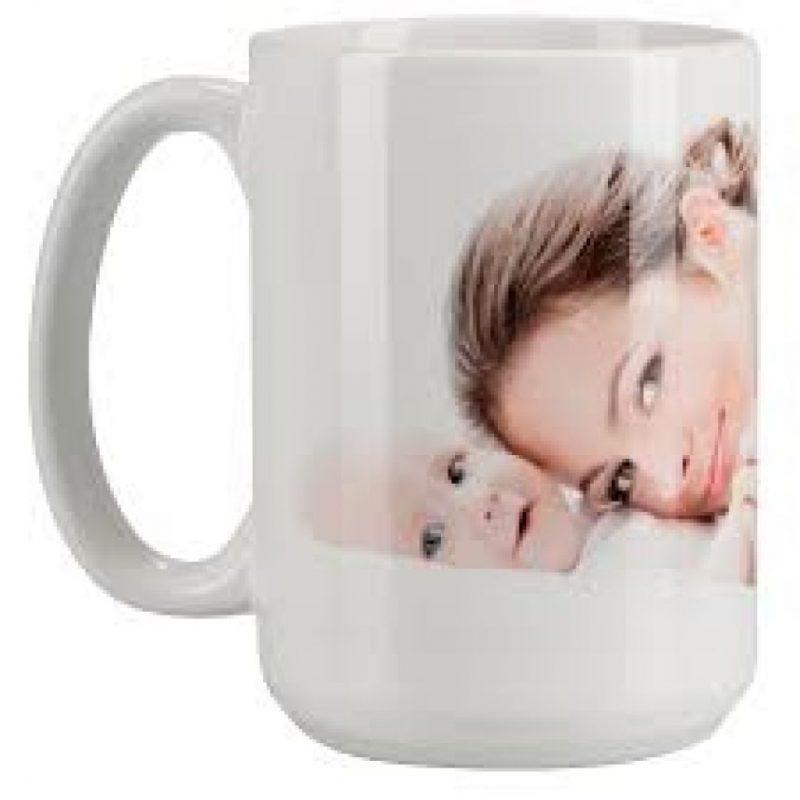 5- Tazas. Normalmente, las tazas tienen diseños que solo se aprecian si se toman con el asa hacia la derecha. Ya puedes personalizar tus tazas con mensajes alentadores, fotos y dibujos que siempre queden visibles cuando esa persona zurda que tanto quieres esté disfrutando un sorbito de té o café. Algunas incluso tienen un pequeño agujero que si se toma del lado derecho hace que el líquido se derrame. Foto:Fuente externa