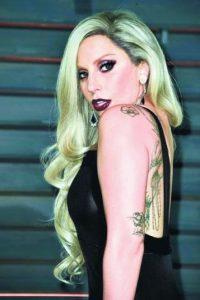 """Lady Gaga, cantante. Es una cantante, compositora, actriz, productora, bailarina, activista y diseñadora de moda estadounidense. También ha dedicado parte de su vida a la actuación y la filantropía. Es una de las personas más seguidas en la red social Twitter con más de 49 millones de seguidores.Adquirió fama tras el lanzamiento de su álbum debut, """"The Fame"""" (2008), que incluía los sencillos """"Just Dance"""" y """"Poker Face"""". Foto:Fuente externa"""