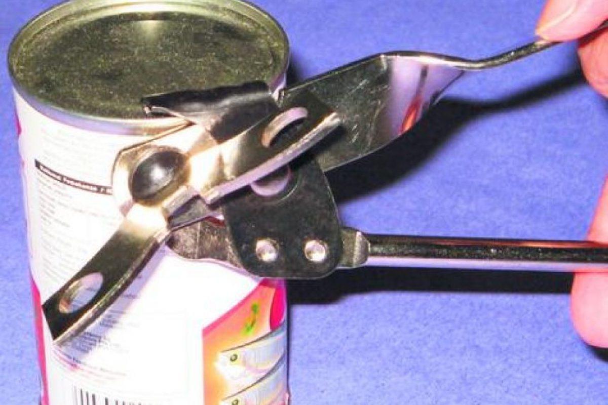 6- Abrelatas y sacacorchos. Abrelatas y sacacorchos: Los abrelatas manuales y los sacacorchos giran en el sentido contrario a las agujas del reloj, que es el movimiento natural de zurdo. Foto:Fuente externa