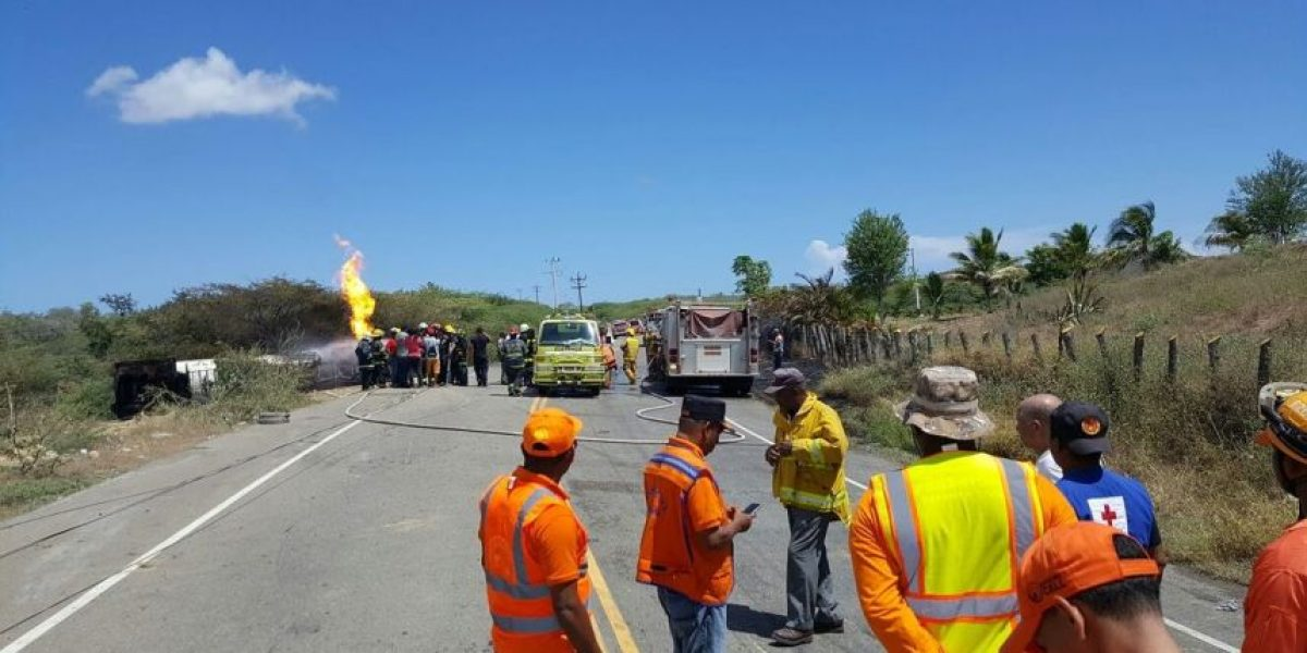 Muere conductor de camión cisterna con GLP tras incendiarse el vehículo