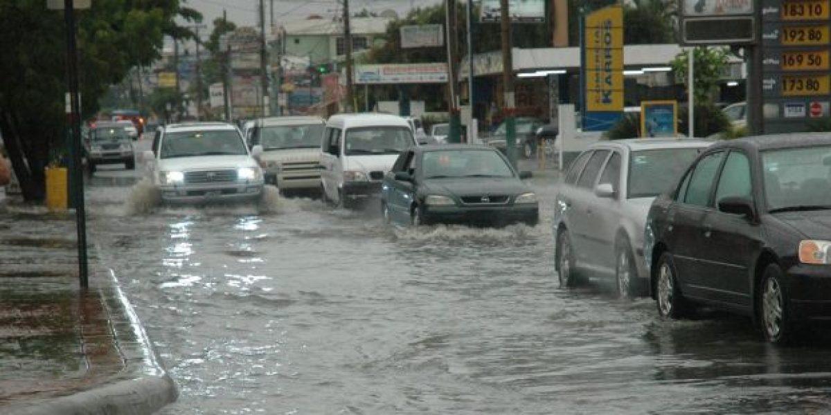 Onamet mantiene alerta en seis provincias por inundaciones urbanas