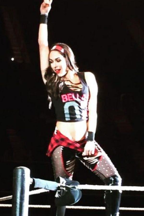 """Formó parte del """"Team Bella"""", junto a su gemela Nikki y Naomi Foto:WWE"""