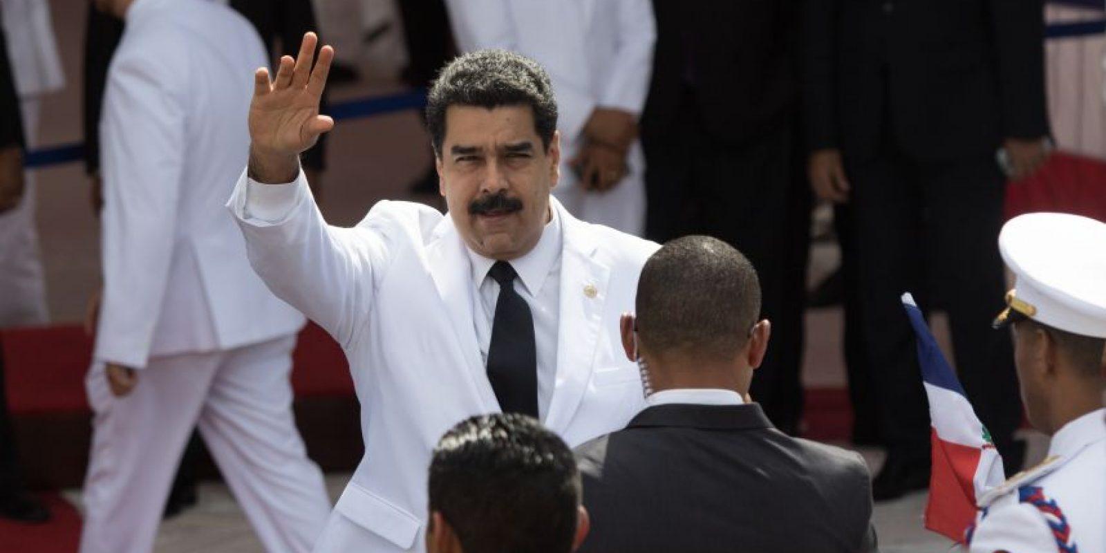 El presidente venezolano Nicolás Maduro llegó de un impecable blanco, al igual que danilo medina. fue uno de los presidentes que más expectación generó con su presencia en suelo dominicano. Foto:Roberto Guzmán