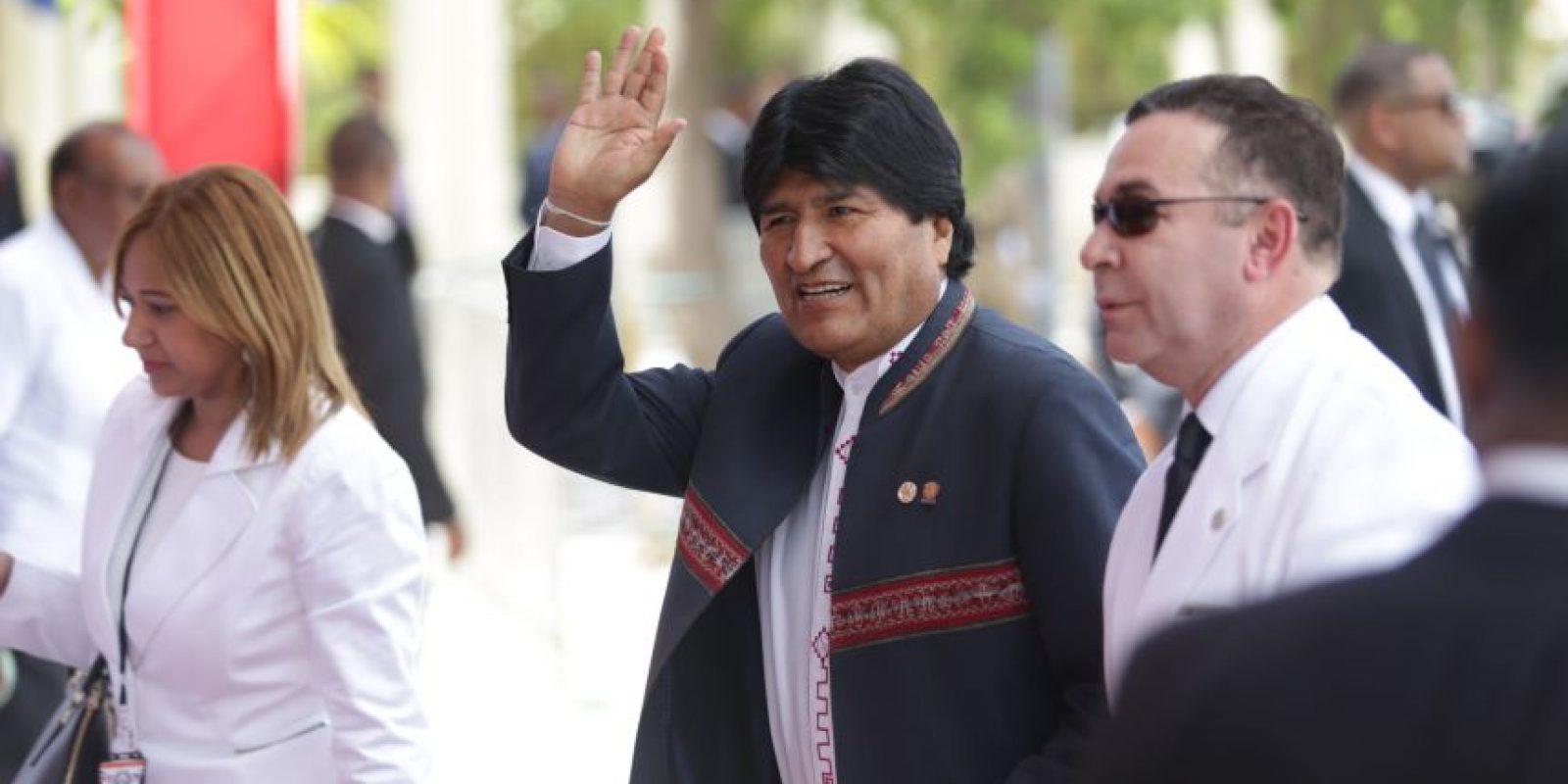 El presidente boliviano Evo Morales llegó vestido con típico atuendo. Foto:Roberto Guzmán