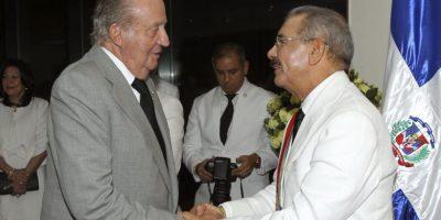 El rey emérito Juan Carlos, que fue recibido por Medina en el Palacio Nacional, le entregó una carta del rey Felipe VI con una felicitación y el apoyo a la relación entre los dos países, así como al fortalecimiento de los lazos entre España y RD. Foto:Presidencia RD
