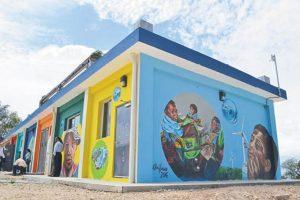 El mirador del Parque Eólico Larimar de la empresa EGE Haina fue convertido en una obra de arte. Foto:Mario de Peña
