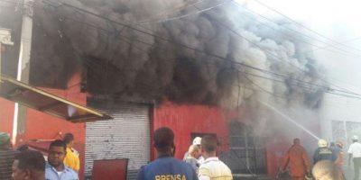 Fuego afecta instalaciones de la tienda Almacenes Rodríguez de la avenida Duarte
