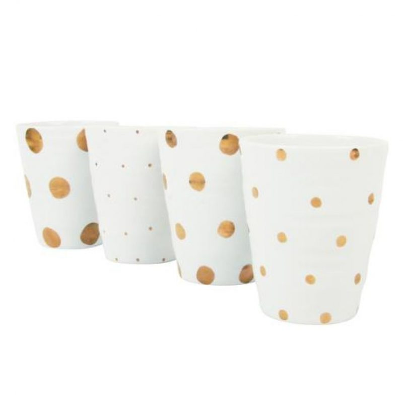 Gold dotted dots (Set de 4). Set de vasos de porcelana, perfectos para café, chocolate caliente, jugo o incluso vin Foto:Fuente externa