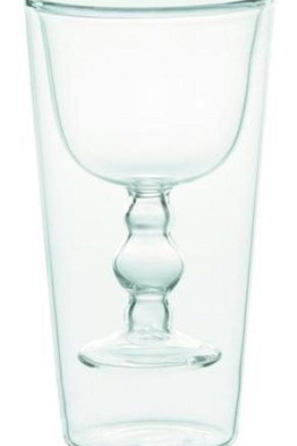 Rio. Set de copas en cristal transparente con relieve interior para vino y agua.