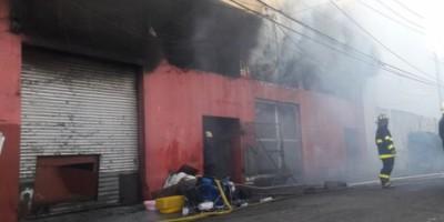 Autoridades investigan origen del incendio quemó a Almacenes Rodríguez
