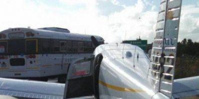 Motorista resulta herido por aterrizaje de emergencia de avioneta en carretera Higüey-Macao
