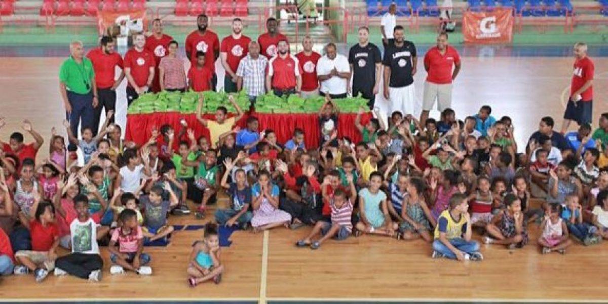 Leones SD donaron útiles escolares a niños de San Carlos
