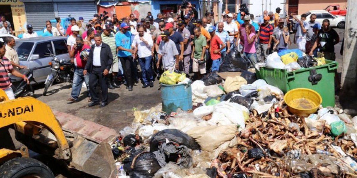 Posiciones encontradas por cierre del mercado de Pueblo Nuevo en Santiago