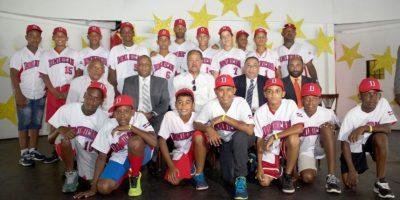 Juan Marichal insta a niños estudiar y practicar deportes